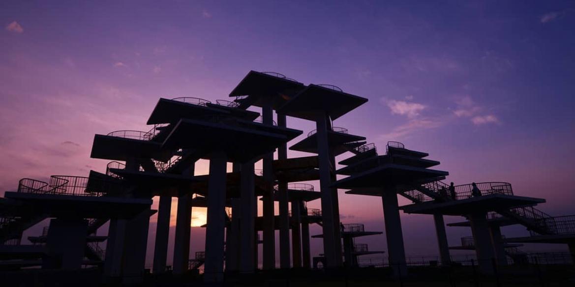 夕暮れに佇む明治百年記念展望塔